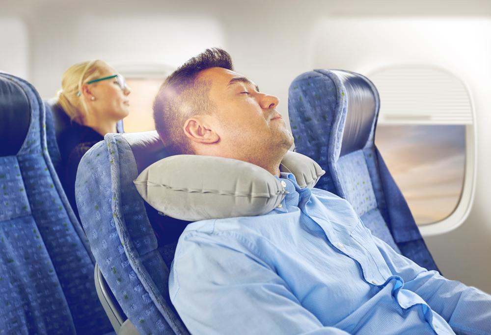 Nakkepude til fly, bus, tog eller bil