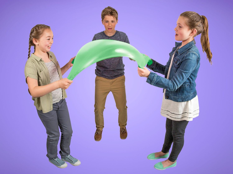 børn leger med deres slimy elasti